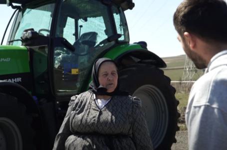 VIDEO Bunica Lenuta i-a luat tractor lui Mircea Bravo :)